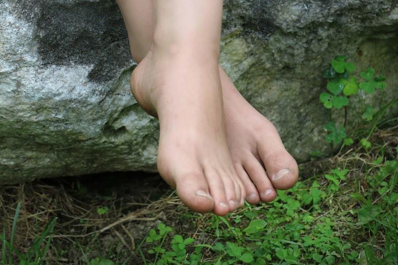 feet, grass, rock