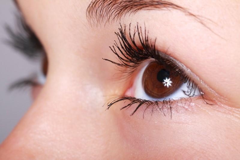 Woman wearing eye primer